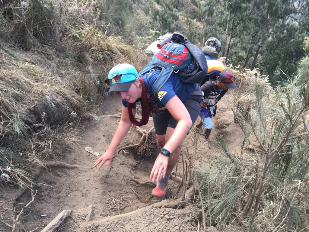 Het wandelen ging over in klimmen Mount Rinjani