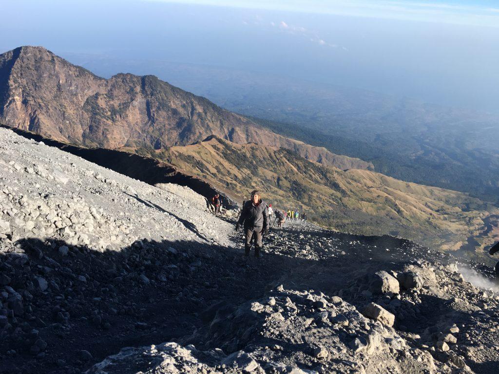 De laatste meters naar de top Mount Rinjani
