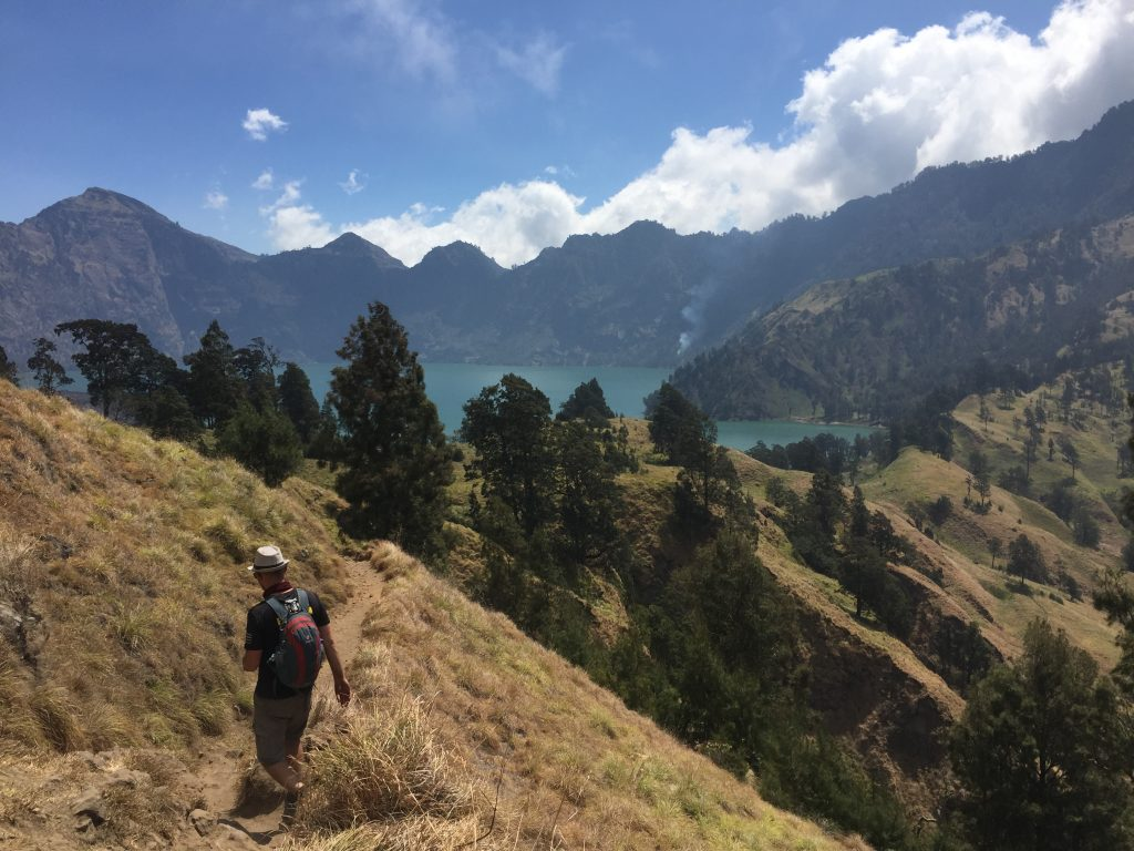 Afdaling richting het meer Mount Rinjani