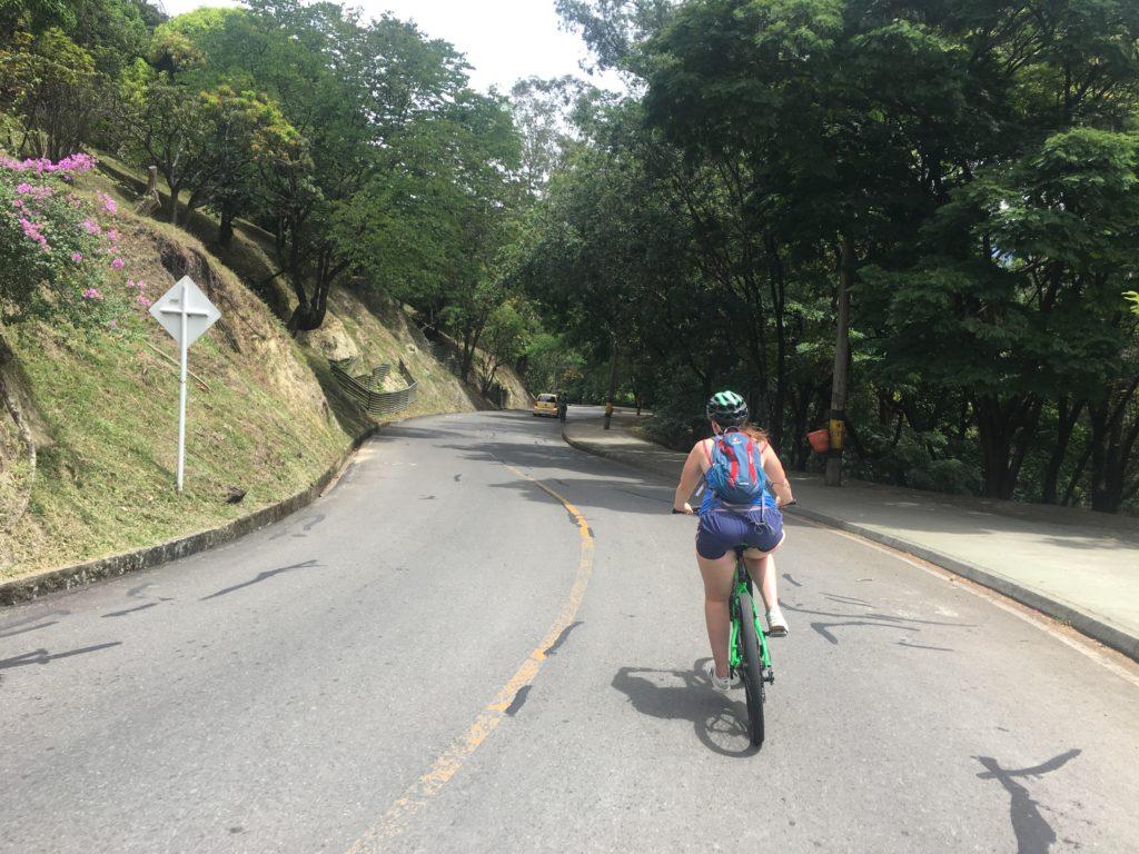 Fietsen in Medellin: Afdalen vanaf Nutibara Hill