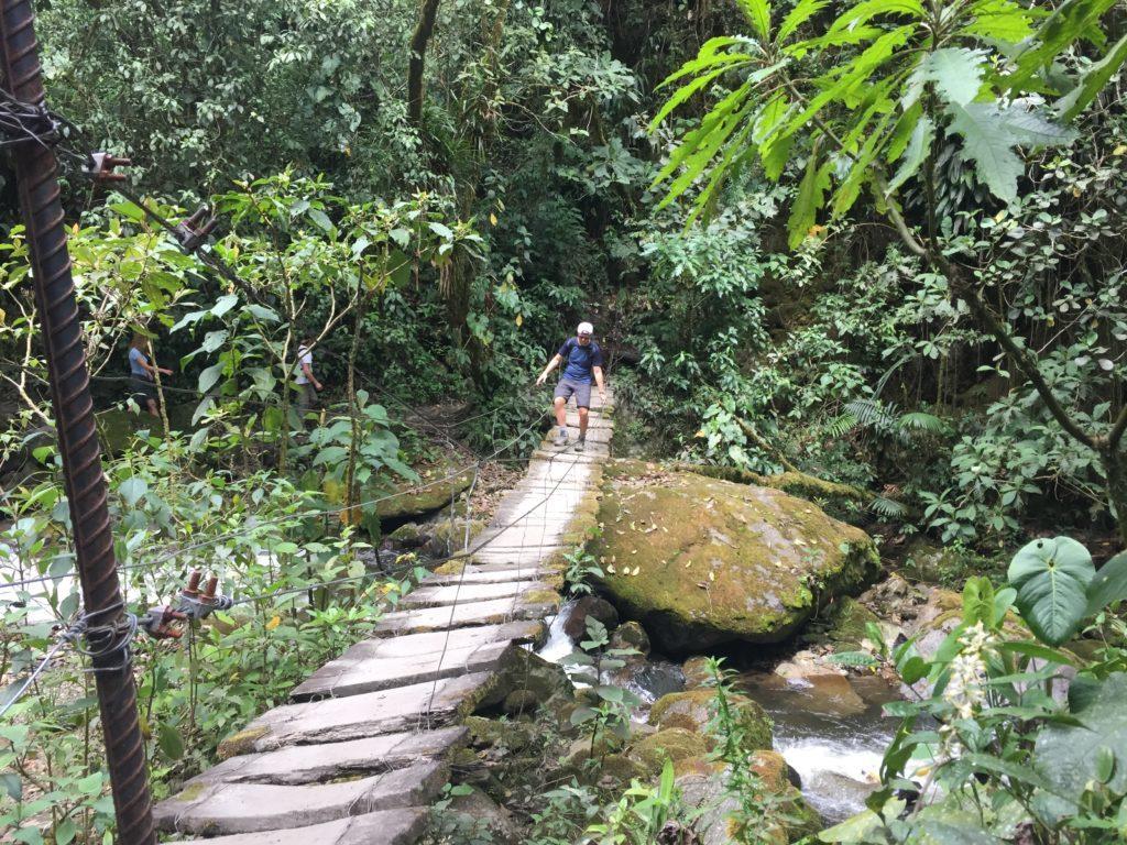 Survivallen op de bruggetjes in Valle de Cocora