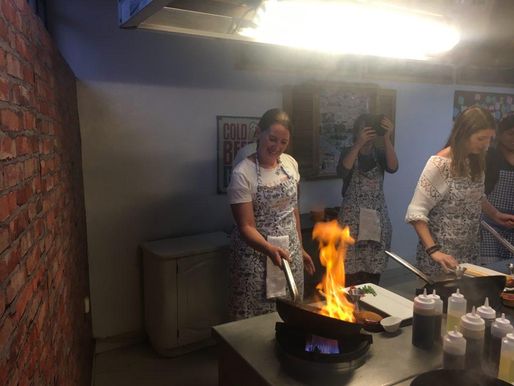 Lomo Saltado bereiden in de wok