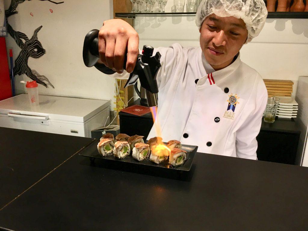 Sushi met alpaca vlees bij Supayshi Experience in Cuzco