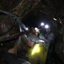 De mijnwerkers aan het werk in de mijnen in Potosi
