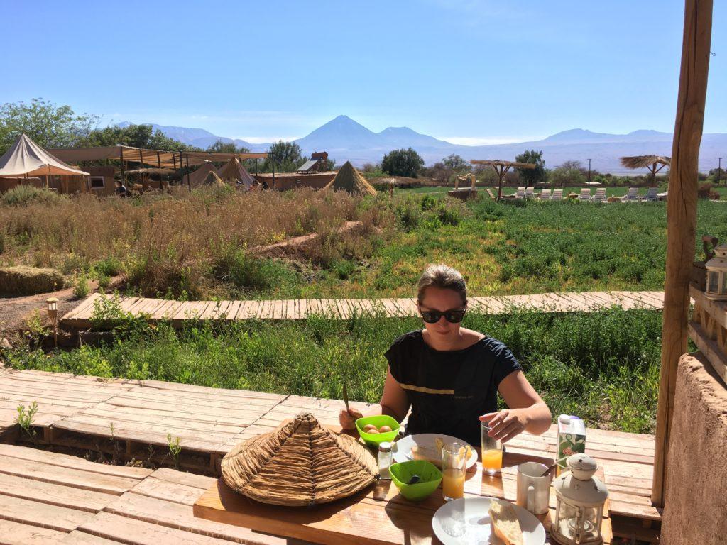 Lekker aan het ontbijt bij Atacama Loft