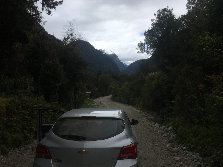 Op weg naar de parkeerplaats voor het hike in de Cochamo valley
