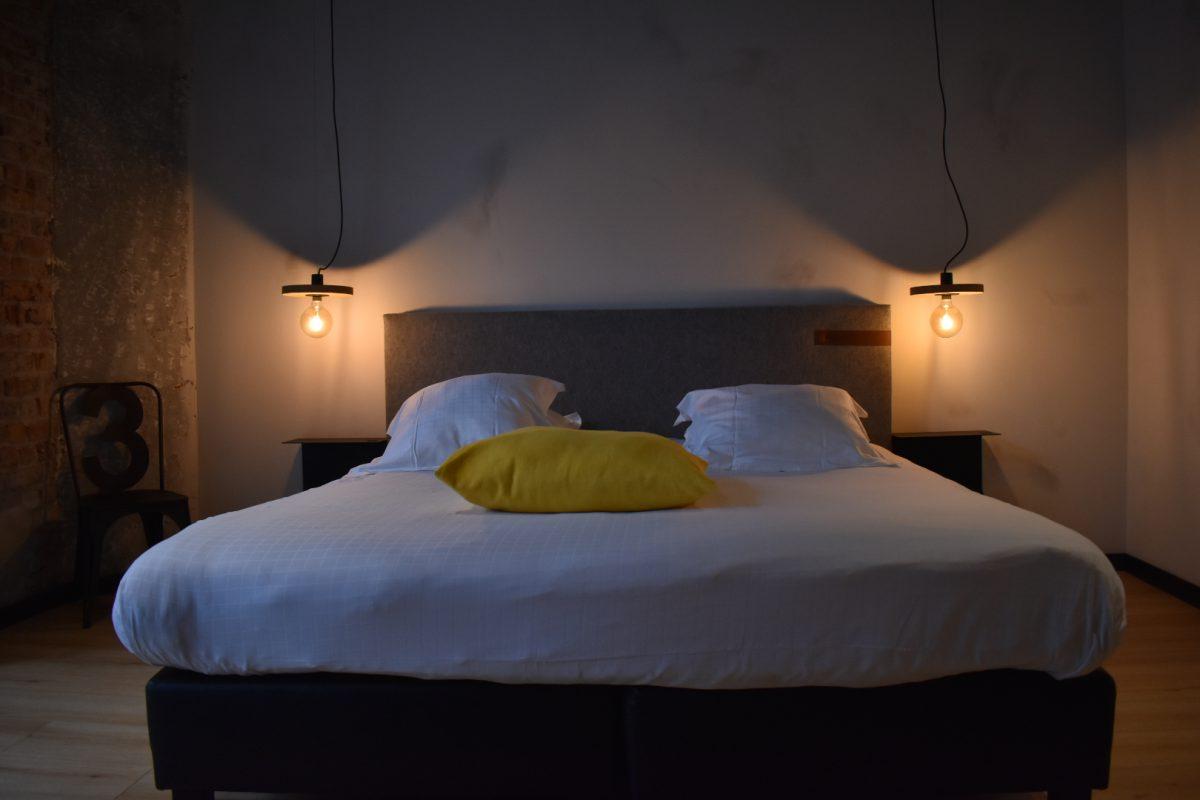 Upstairs Hotel in Oostende: Leuke charmante industriële kamers